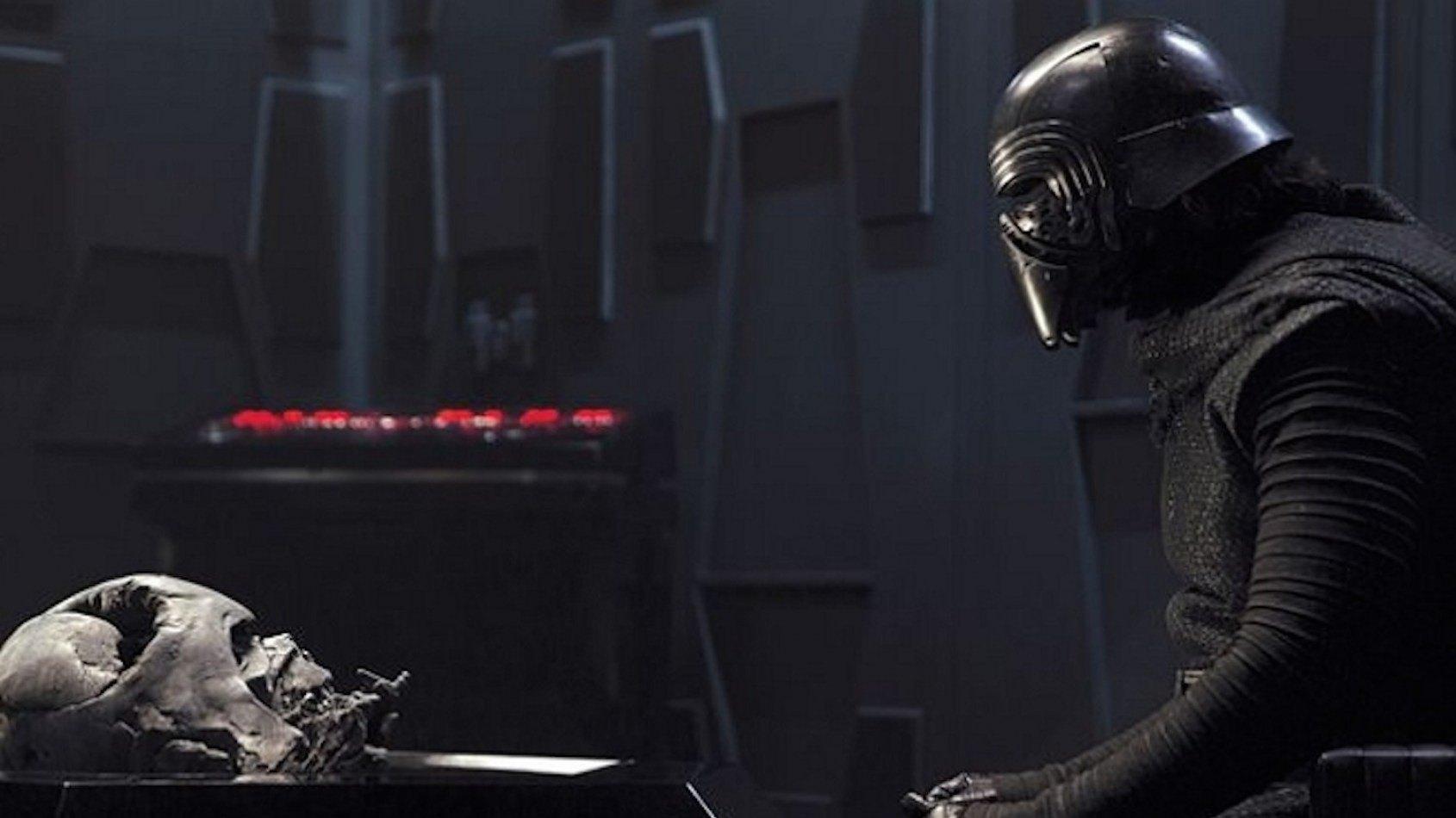J.J. Abrams parle de la relation entre Kylo Ren et Darth Vader