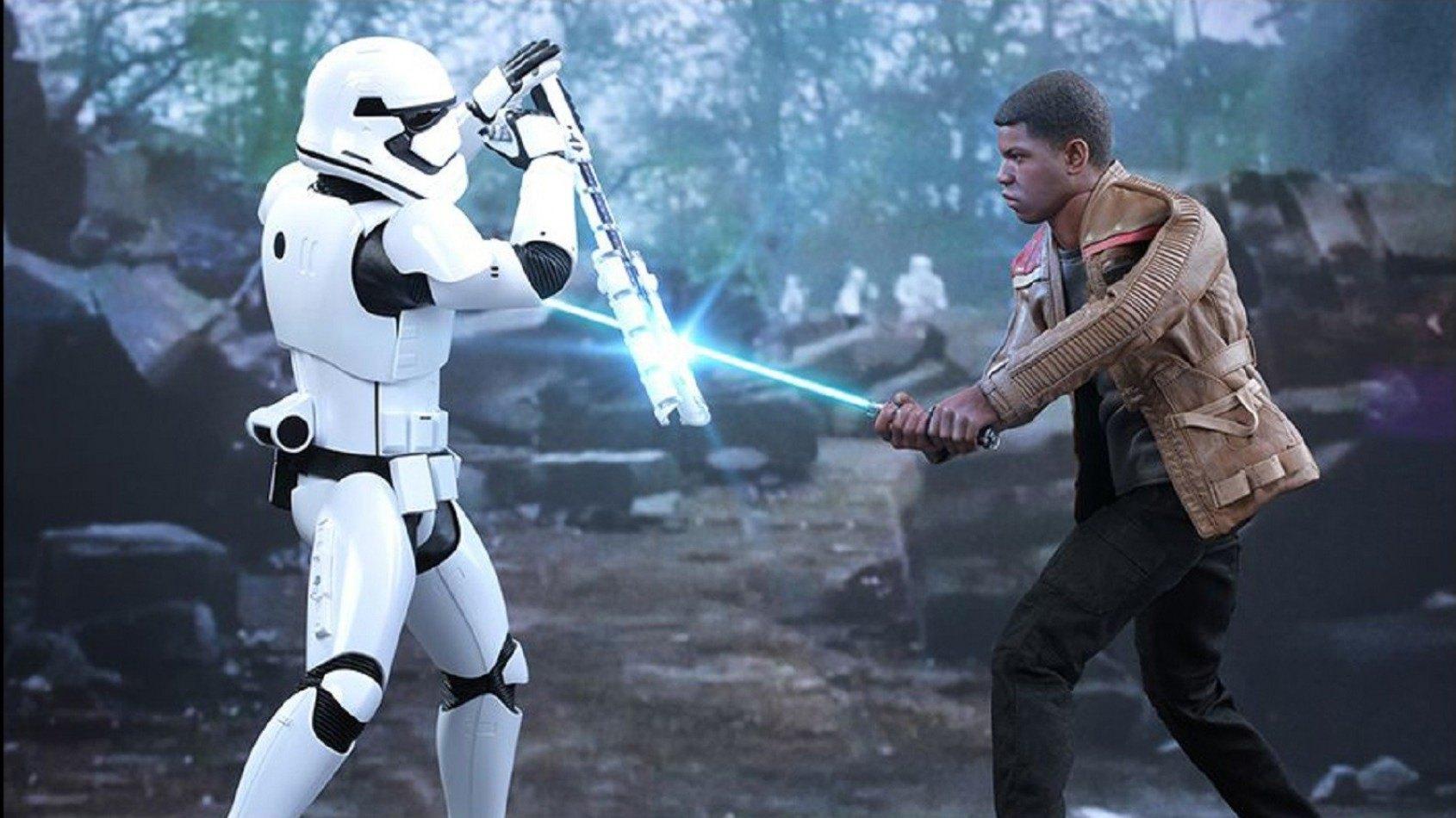 [Hot Toys] Finn &  Stormtrooper First Order Riot Control