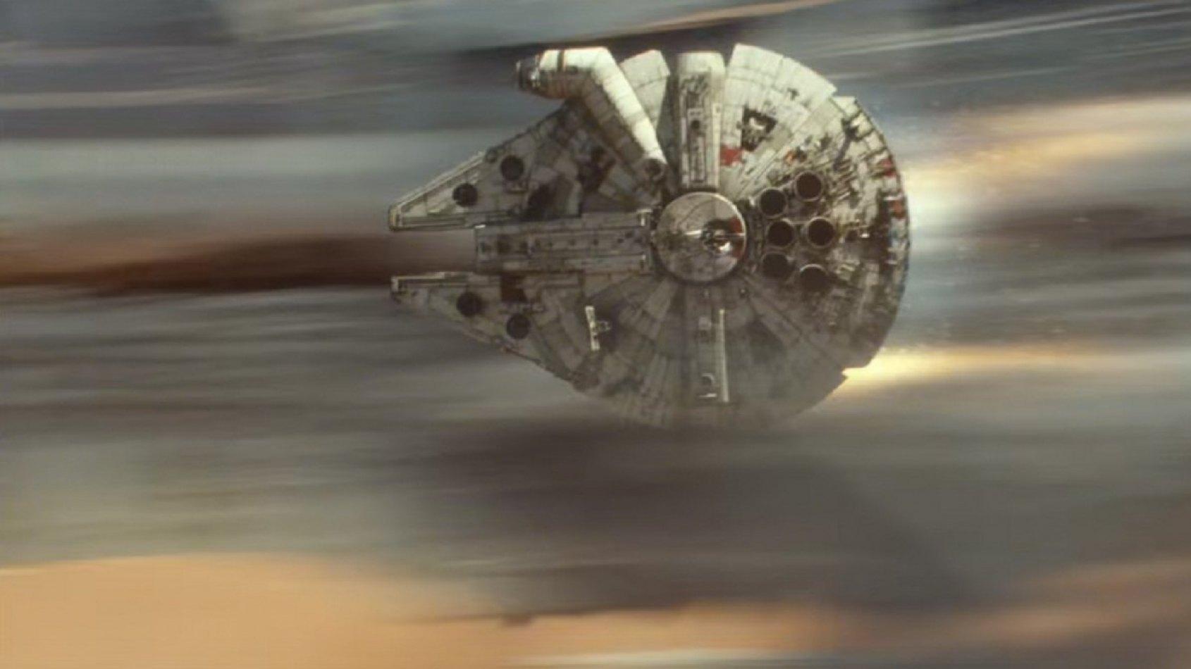 Une photo du Faucon Millenium sur le tournage de l'Episode VIII