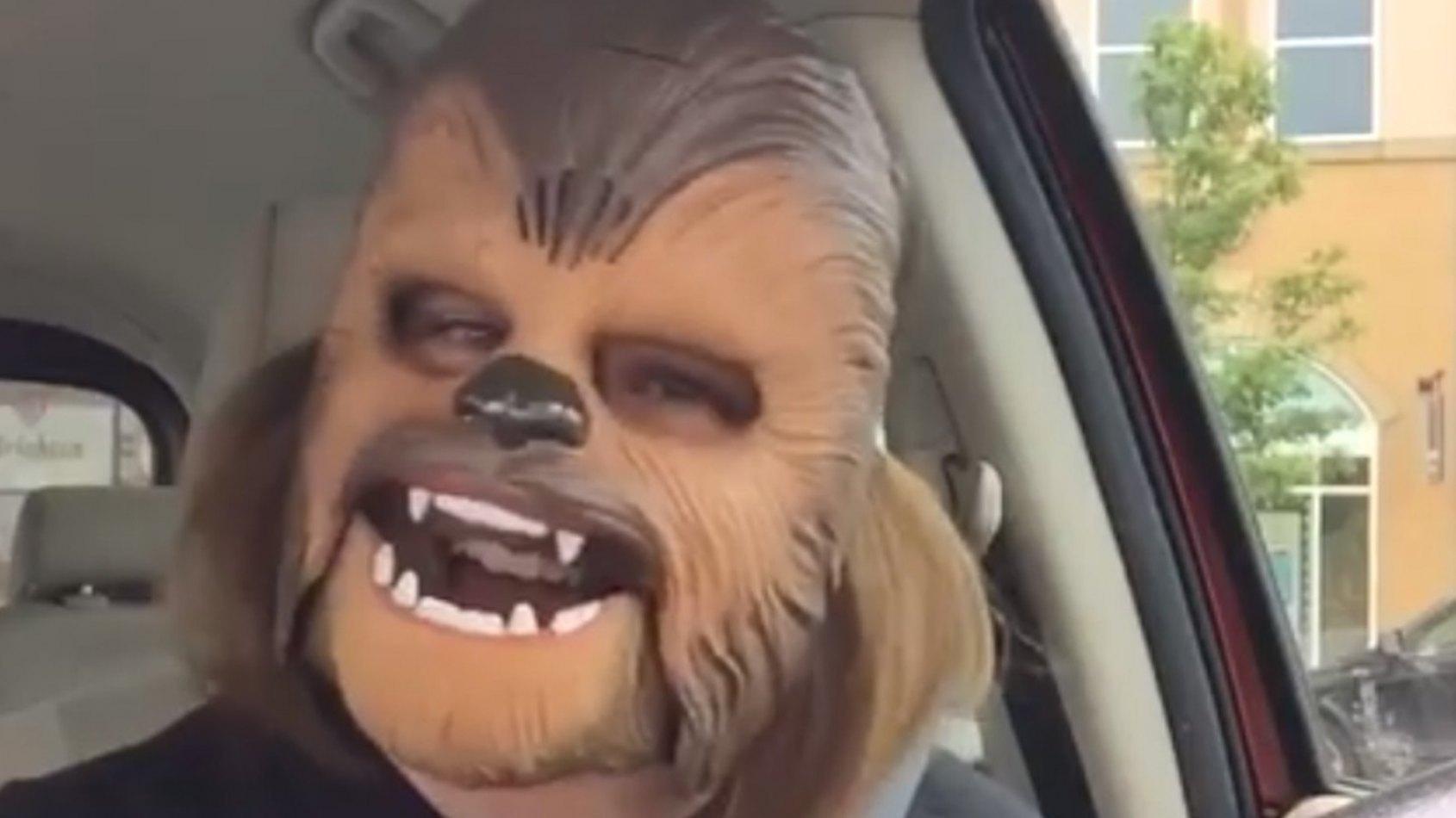 Record de vues sur Facebook pour la femme au masque de Chewbacca!