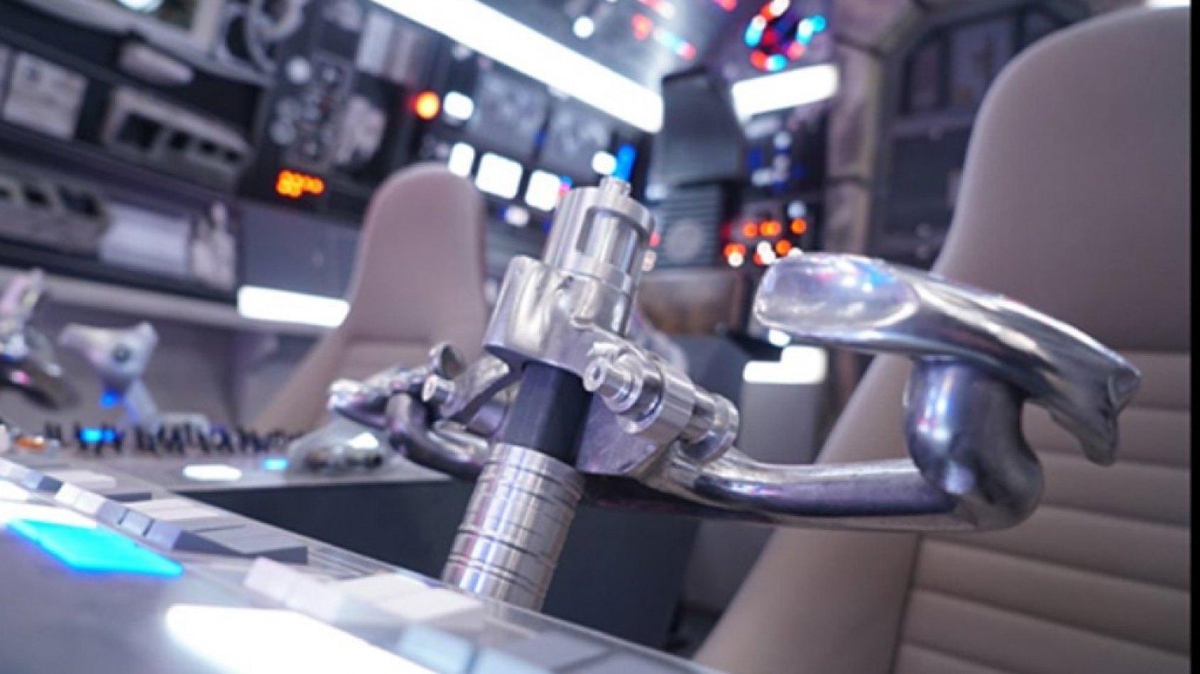 Star Wars atterrit chez Harrods et votre tête sur une figurine !