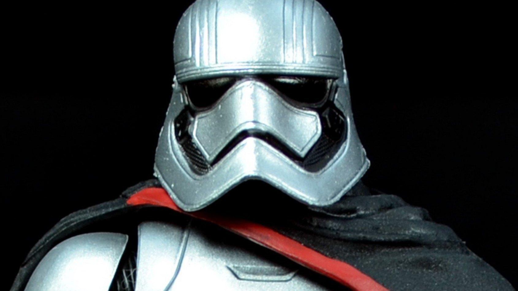 Un mini buste de Captain Phasma et du premier concept de Chewbacca