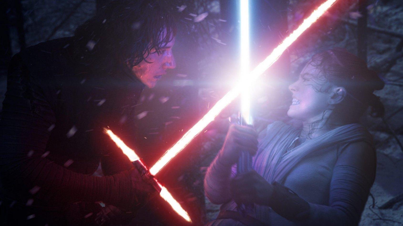 J.J. Abrams contredit officiellement des théories sur Rey et Kylo Ren