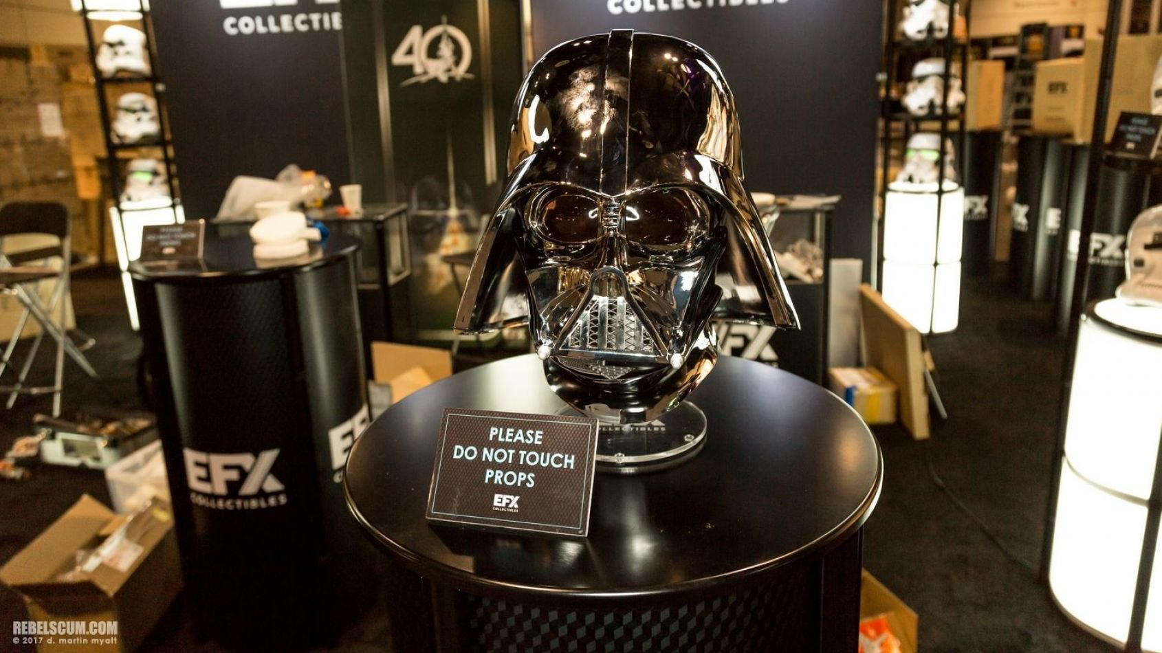 Celebration : Photos des casques chromés de chez EFX Collectibles