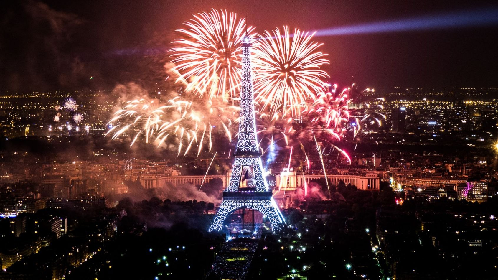 Star Wars s'invite au feu d'artifice du 14 Juillet à la Tour Eiffel !