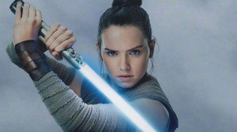 Le costume de Rey sur Crait proposé par ANOVOS