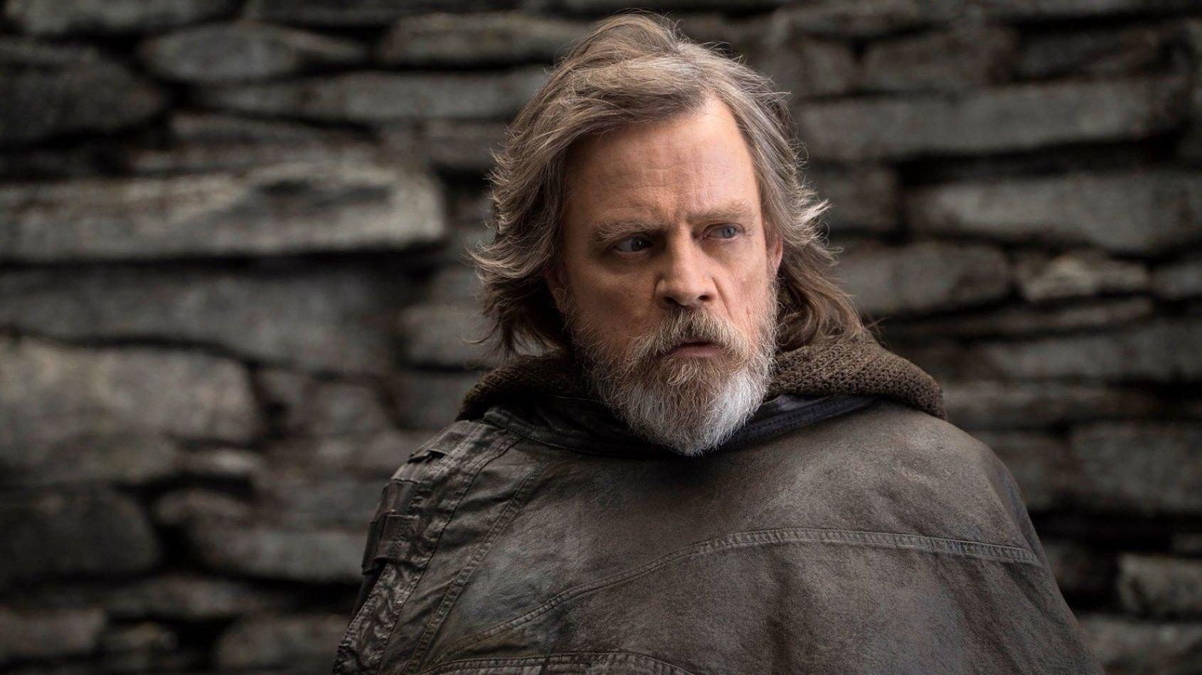 Pourquoi Luke avait le sabre de son père sur Crait ?