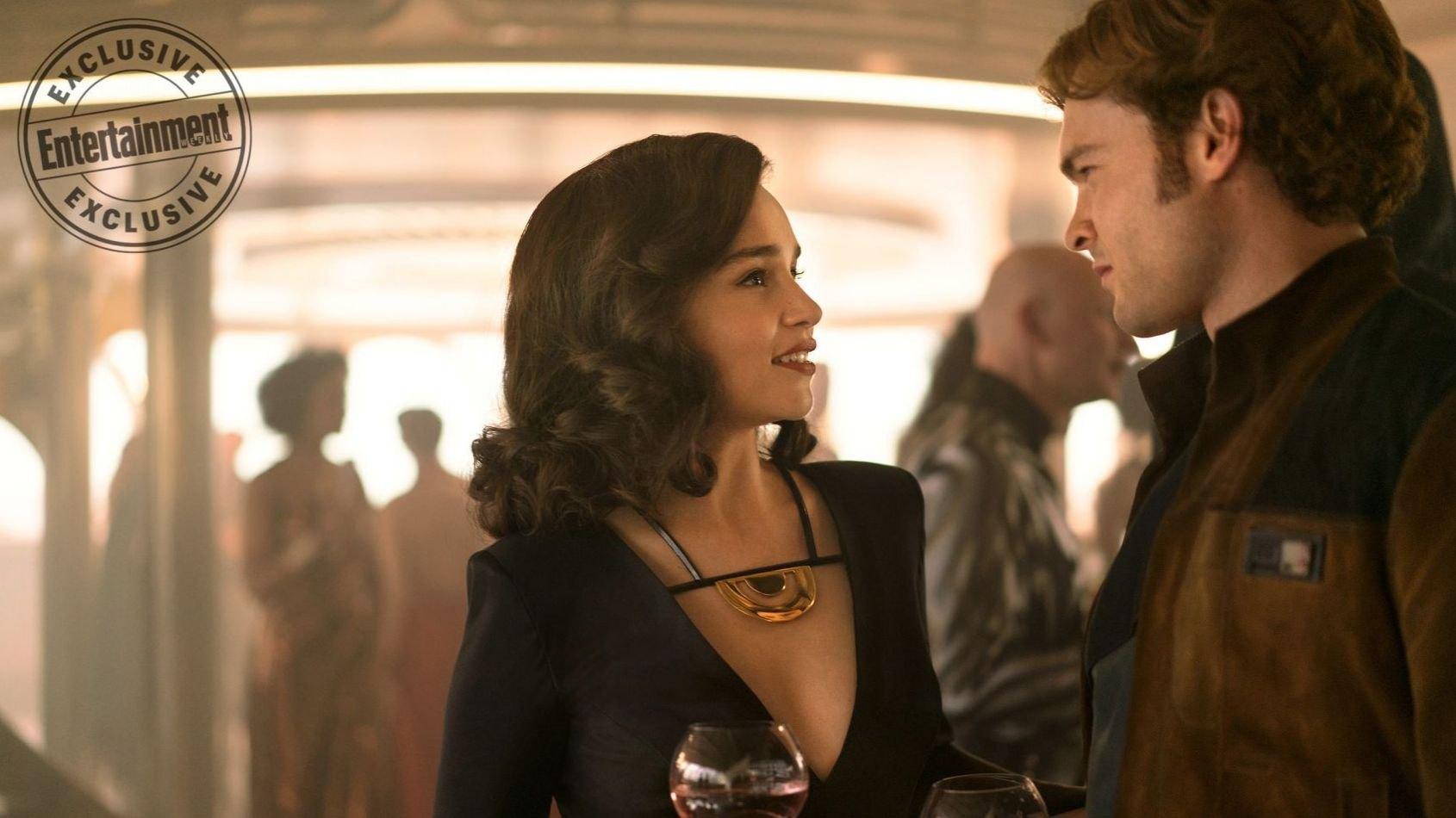 Emilia Clarke change de costume pour Solo, et se confie à EW