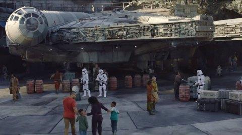 Un trailer pour Star Wars Galaxy's Edge dans les parcs Disneyland