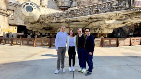 Steven Spielberg et J.J. Abrams en visite au Galaxy's Edge